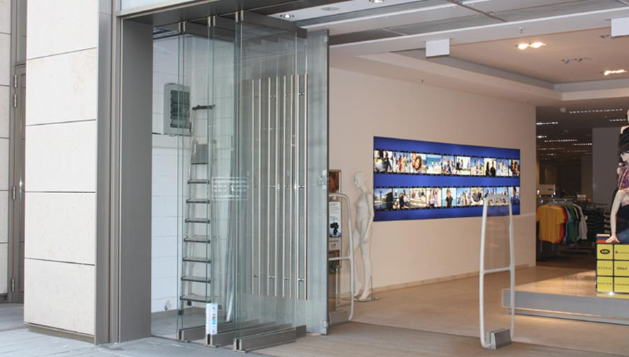Faltportal – Peek & Cloppenburg Mainz • Trimborn Metallbau