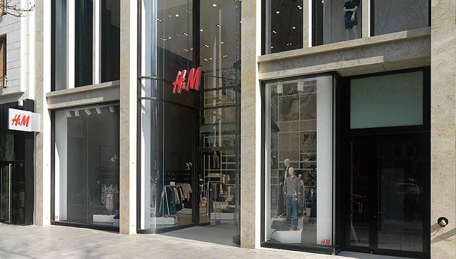Shop Fassade - H&M Düsseldorf - Baubronze • Trimborn Metallbau